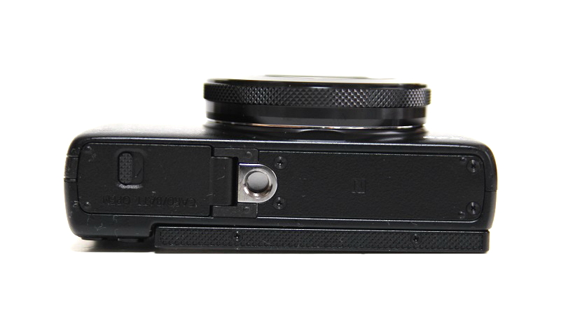 powershot-g7x-bottom